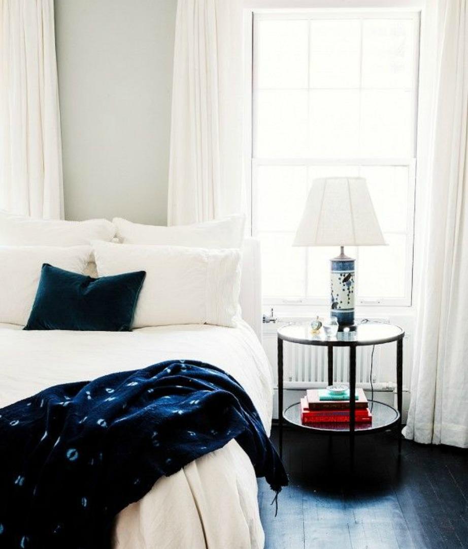 Οι λευκές κουρτίνες ταιριάζουν σε κάθε στιλ και τύπο διακόσμησης και δείχνουν πάντα πολύ αριστοκρατικές.