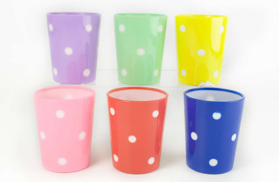 Μπορεί να είναι όμορφα και πρακτικά, αλλά τα πλαστικά ποτήρια δεν έχουν καμία θέση στην κουζίνα σας.