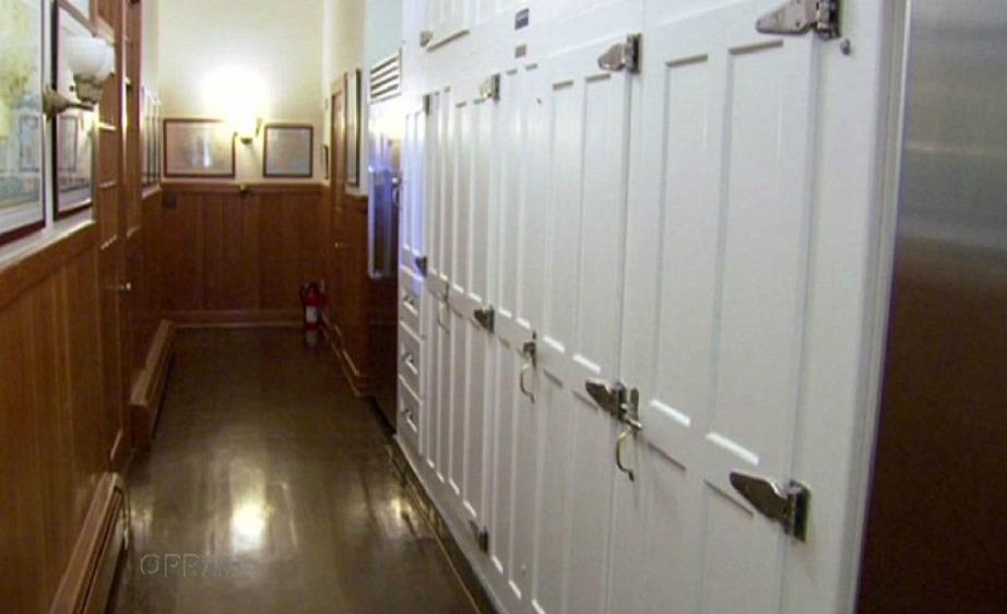 Το σπίτι διαθέτει τεράστιους καταψύκτες για να αποθηκεύει τα φαγητά που χρειάζεται όταν διοργανώνει τα διάσημα πάρτι της.