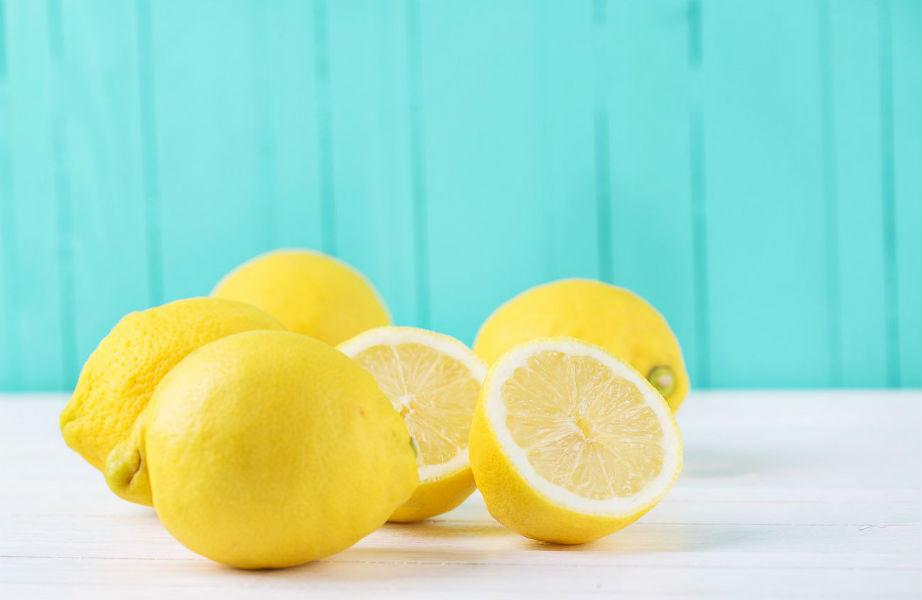 Το λεμόνι θα αφήσει την υπέροχη μυρωδιά του στο φούρνο μικροκυμάτων σας.