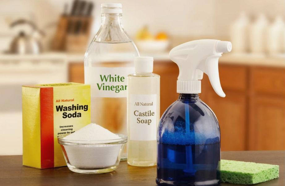 Εναλλακτικά, το λευκό ξίδι θα σας βοηθήσει να αποτελειώσετε τις άσχημες μυρωδιές από το φούρνο μικροκυμάτων σας.