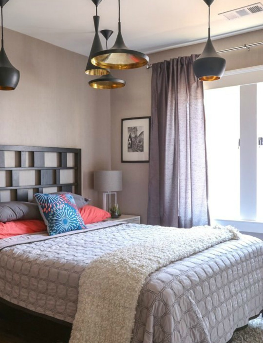 Τα φω τιστικά έχουν δυναμικό χαρακτήρα στα μίνιμαλ υπνοδωμάτια.