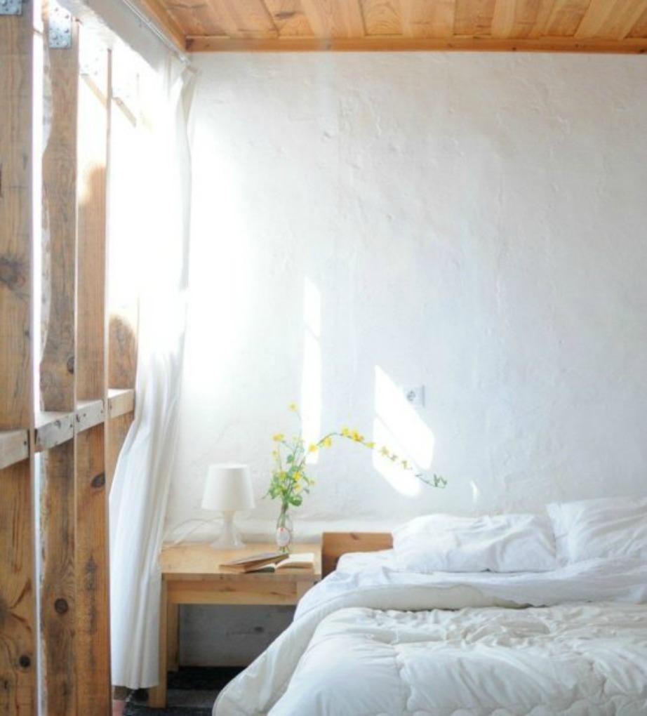Μίνιμαλ σημαίνει λίγα έπιπλα, απλές γραμμές, ελεύθεροι χώροι και όλα αυτά συνδυασμένα έτσι μεταξύ τους ώστε να δίνουν στιλ στο δωμάτιο.