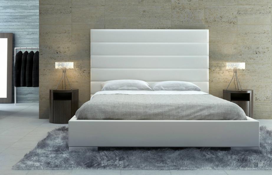 Αν είστε φαν της πολύ μίνιμαλ διακόσμησης τότε επιλέξτε ένα όμορφο και άνετο κρεβάτι, προσθέστε ένα μαλακό χαλί, δύο φωτιστικά και ενισχύστε το στιλ του δωματίου κάνοντας κάποια τεχνοτροπία στον τοίχο σας