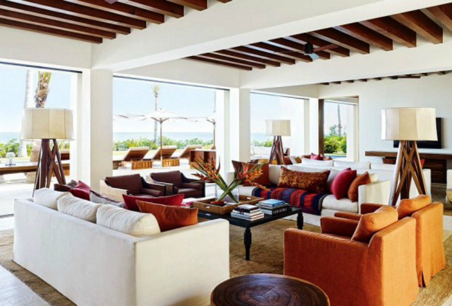 Το σαλόνι της Cindy Crawford είναι μεγάλο και γεμάτο φως