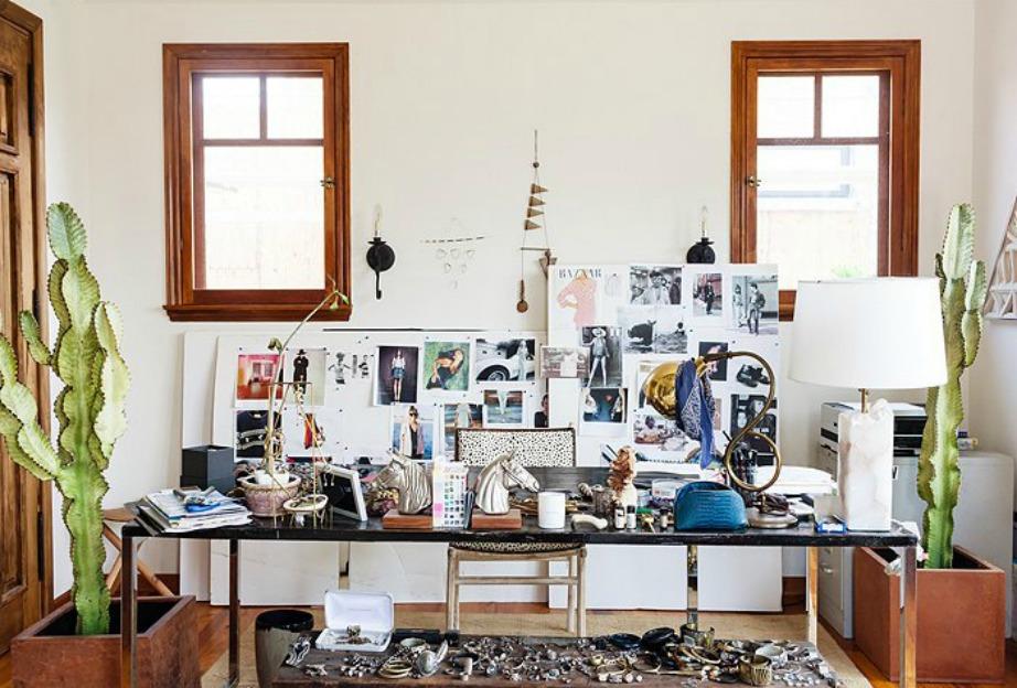 Το ακατάστατο γραφείο της Erin Wasson