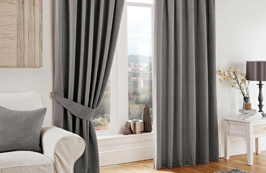 Πέρα από στιλ, οι κουρτίνες κρατούν το κρύο έξω από το σπίτι σας.