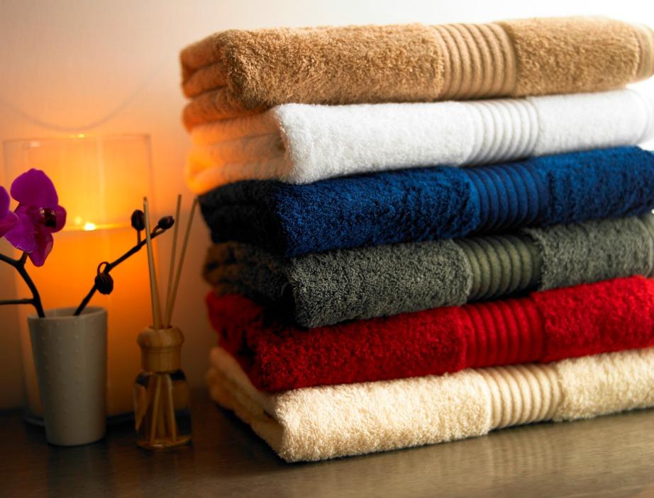 Βάλτε αρχικά ένα πλυντήριο με νερό και ξύδι.