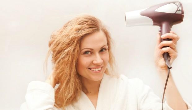 Πιστολάκι Μαλλιών: Μάθετε Χρήσεις του που δεν Φανταζόσασταν!
