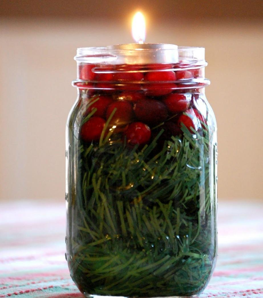 Φτιάξτε όμορφα κεριά με έλατο, cranberries και ρεσό.