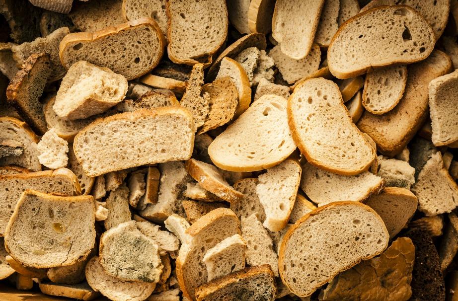 Τα παξιμάδια είναι ένα από τα πολύ εύκολα πράγματα που μπορείτε να κάνετε με το μπαγιάτικο ψωμί σας.