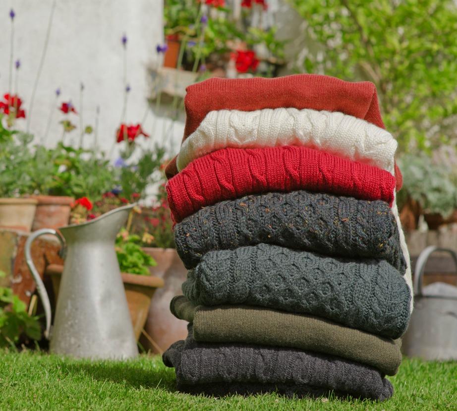 Για να μοσχομυρίσουν τα πουλόβερ σας απλώστε τα για λίγες ώρες στον καθαρό αέρα.