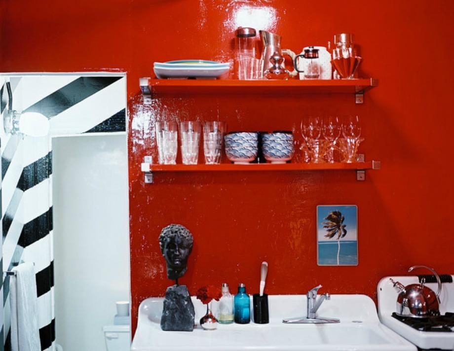 Κουζίνα βαμμένη με κόκκινο βερνίκι