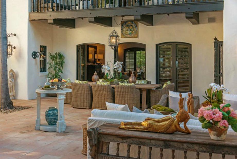 Η υπέροχη βεράντα του σπιτιού.