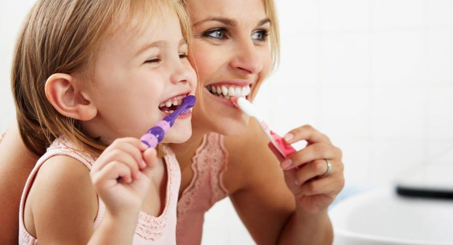 Σύμφωνα με νέες έρευνες καλό είναι να μην πλένετε τα δόντια σας μετά από κάθε γεύμα.