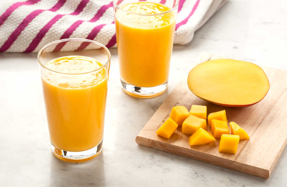 Κι όμως το μάνγκο, πέρα από την υπέροχη γεύση του, σας χαρίζει (και) την τέλεια επιδερμίδα!