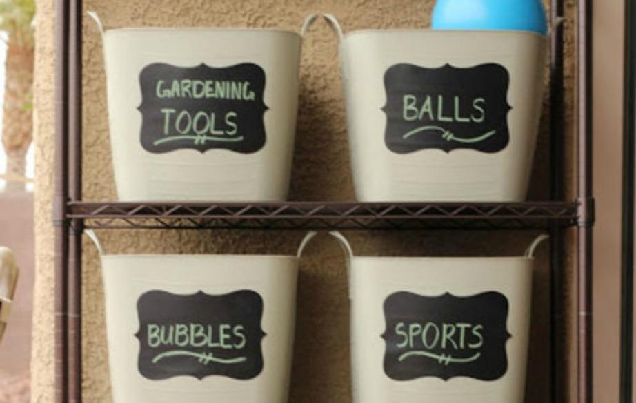 Φτιάξτε καλάθια με ετικέτες και βάλτε εκεί μέσα τα παιχνίδια των παιδιών σας