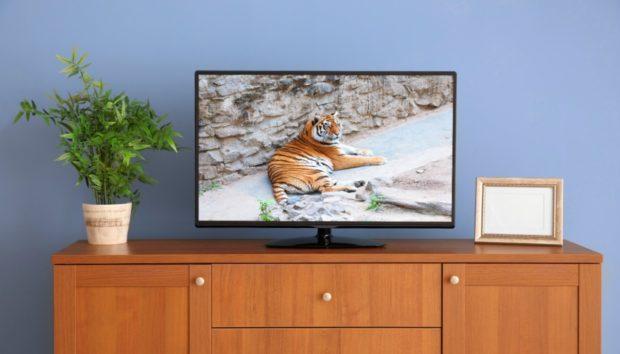 «Ποιος είναι ο πιο οικονομικός τρόπος για να διακοσμήσω τον τοίχο που έχω την τηλεόραση;»