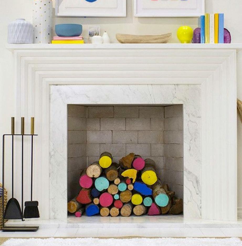 Δείτε πόσο χρώμα δίνουν στον χώρο τα πολύχρωμα ξύλα που μπορείτε πανεύκολα αν βάψετε μόνοι σας.