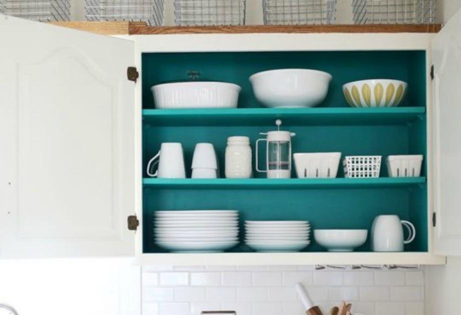 Το εσωτερικό ενό ντουλαπιού στην κουζίνα θα δώσει όμορφο στιλ σε όλο τον χώρο