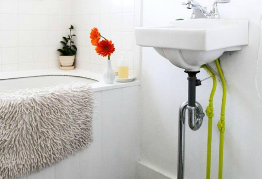 Βάψτε τους σωλήνες του μπάνιου που είναι σε κοινή θέα