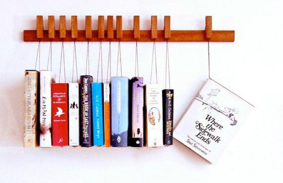Μια ωραία ιδέα είναι να κρεμάσετε τα βιβλία σας στον τοίχο