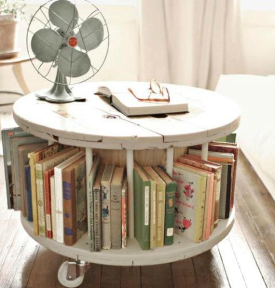 Προσθέστε βιβλία και διακοσμήστε με ό,τι θέλετε.
