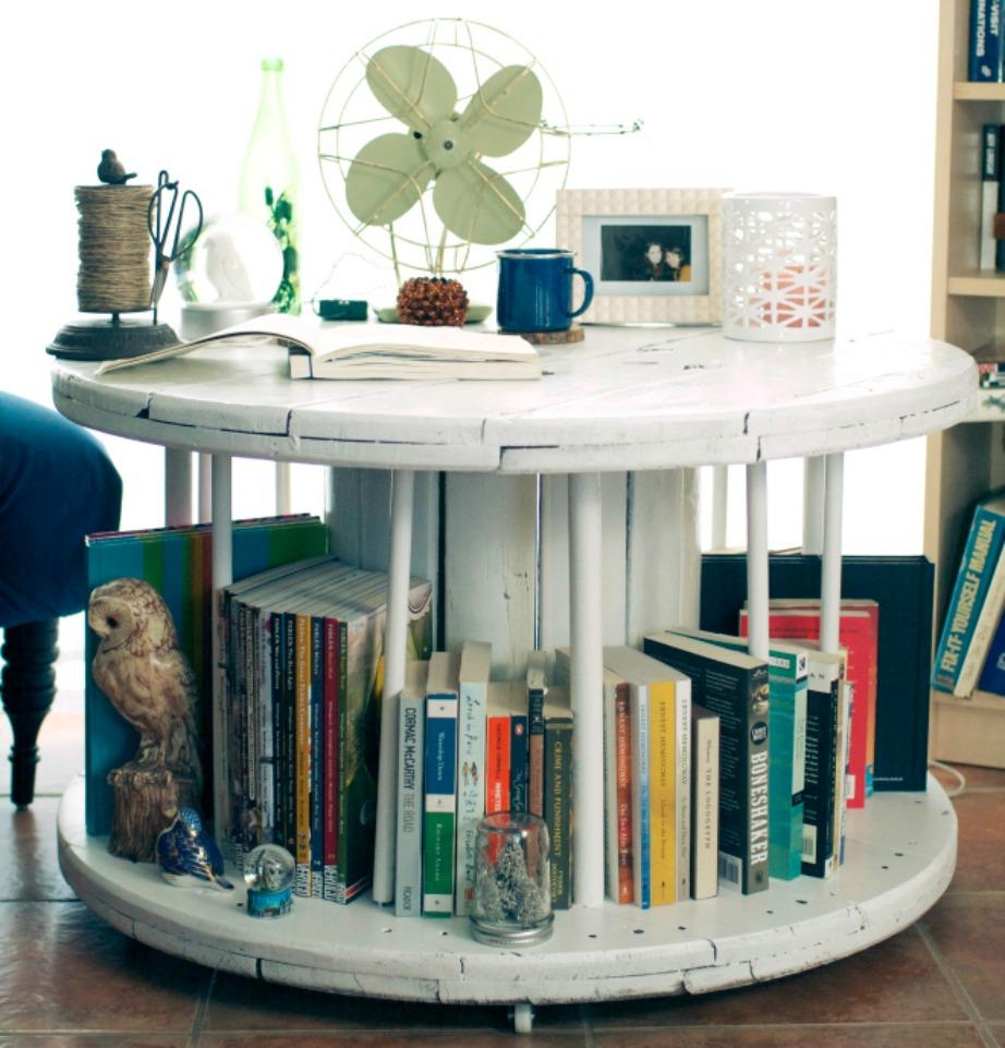 Βάψτε τη βιβλιοθήκη σας σε ό,τι απόχρωση σας αρέσει.