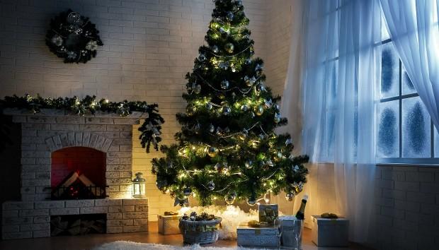 Φυσικό ή Τεχνητό: Τι Χριστουγεννιάτικο Δέντρο να Διαλέξετε;