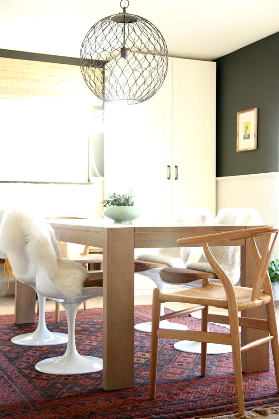 Διαφορετικές καρέκλες και...μόλις ανανεώσατε την τραπεζαρία σας!