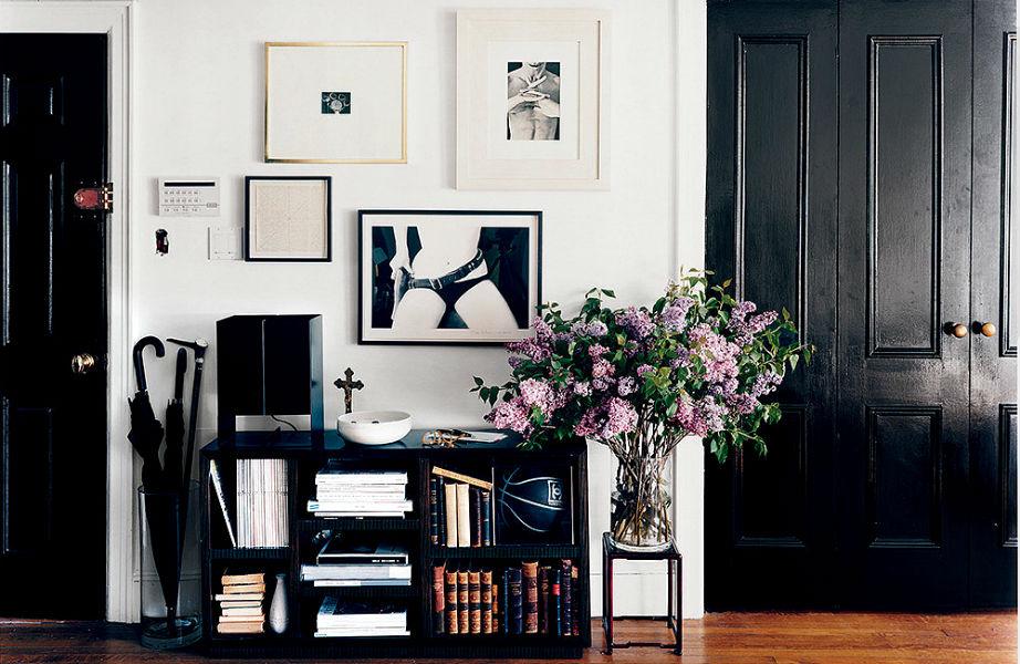 Με τη μαύρη πόρτα θα δείτε άσπρη (διακοσμητική) μέρα σπίτι σας!