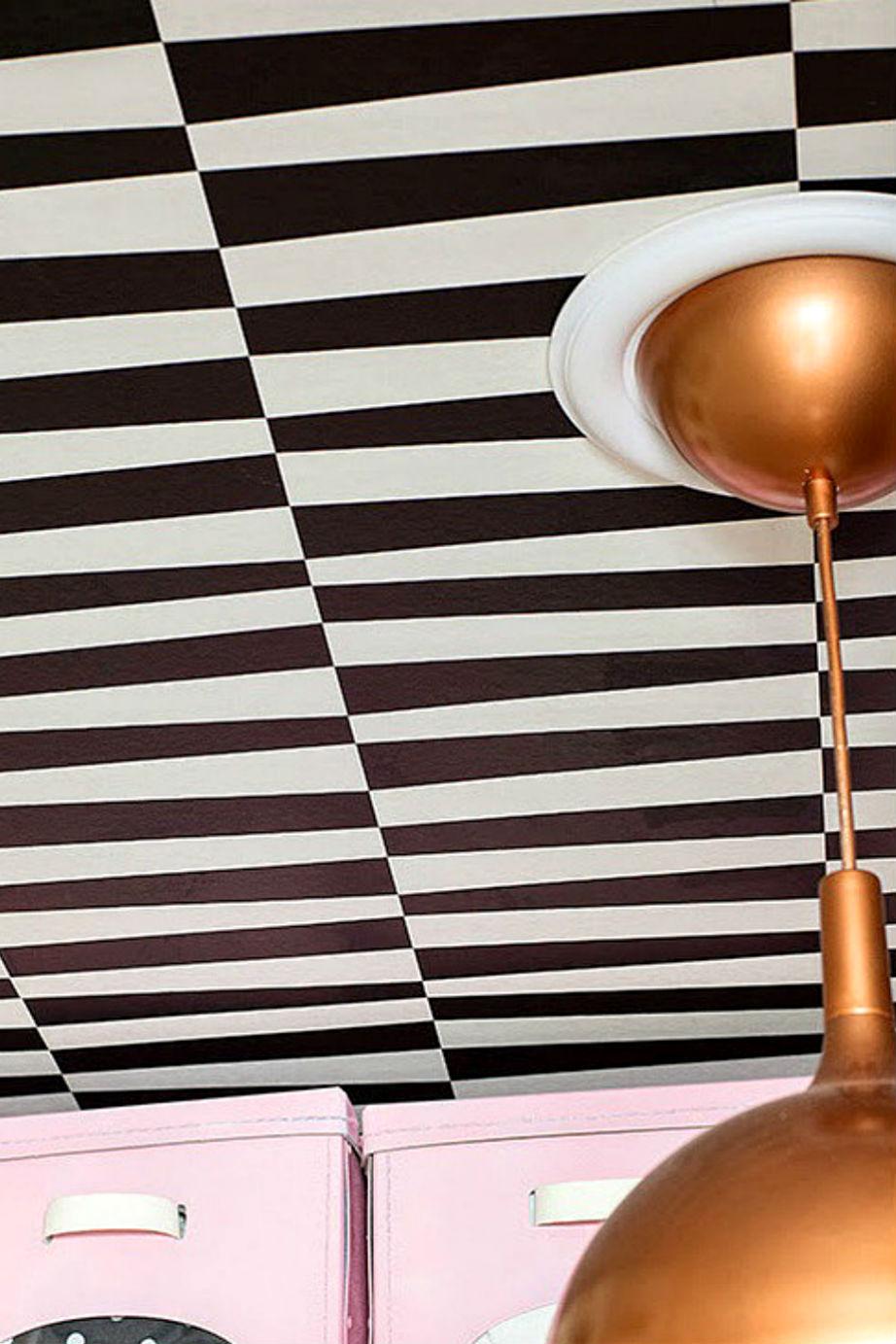 Χρώμα και στο ταβάνι για άμεση ανανέωση.
