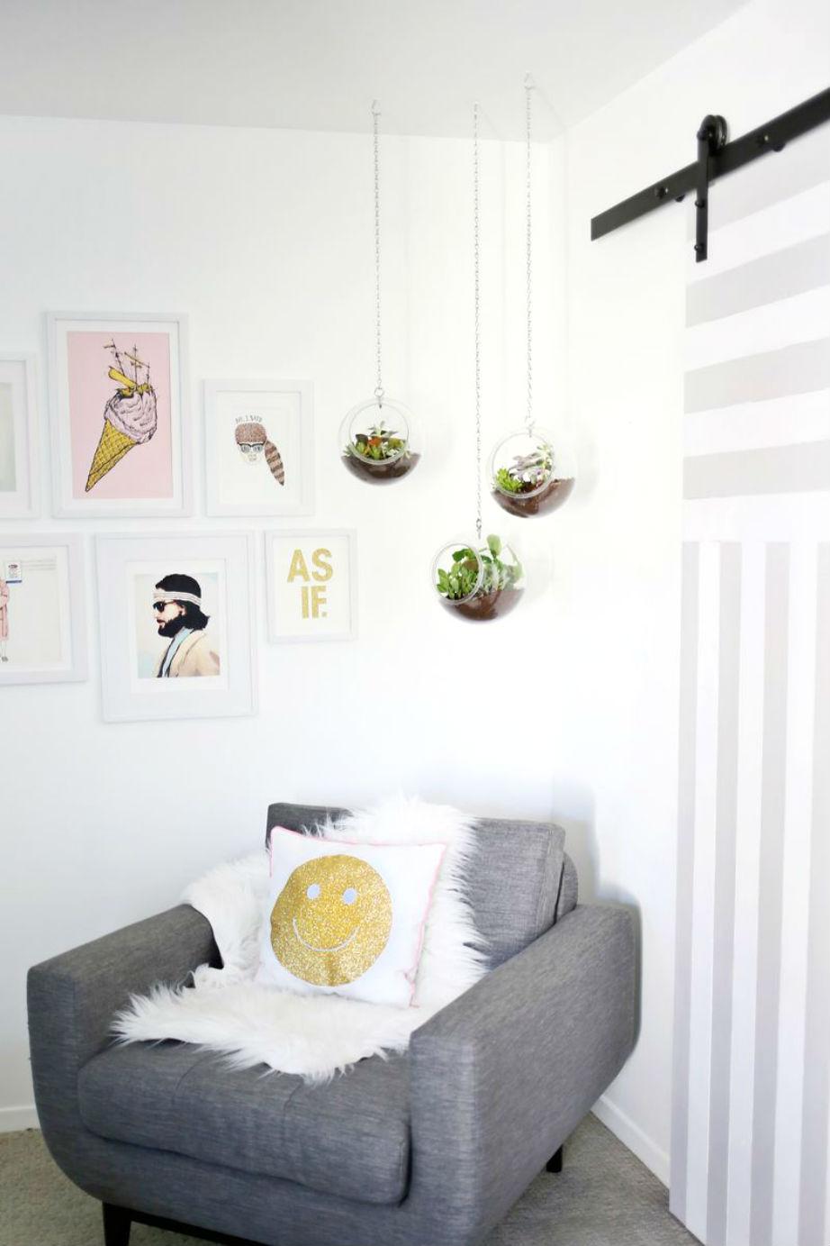 Οι κρεμαστές γλάστρες έρχονται από τους δρόμους στο σαλόνι σας!