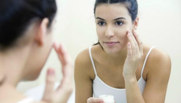 Ανανεώστε το Πρόσωπό σας και Διώξτε τις Ρυτίδες στο Σπίτι με Αυτήν την DIY Μάσκα