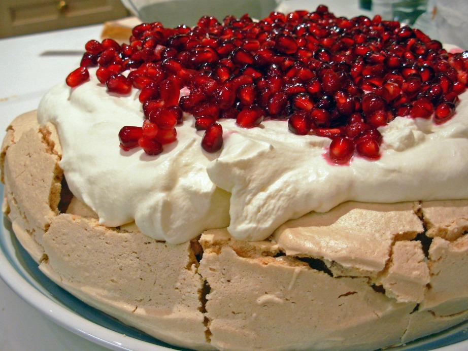 Η πάβλοβα είναι ένα από τα πιο δημοφιλή παραδοσιακά γλυκά των Αυστραλιανών.