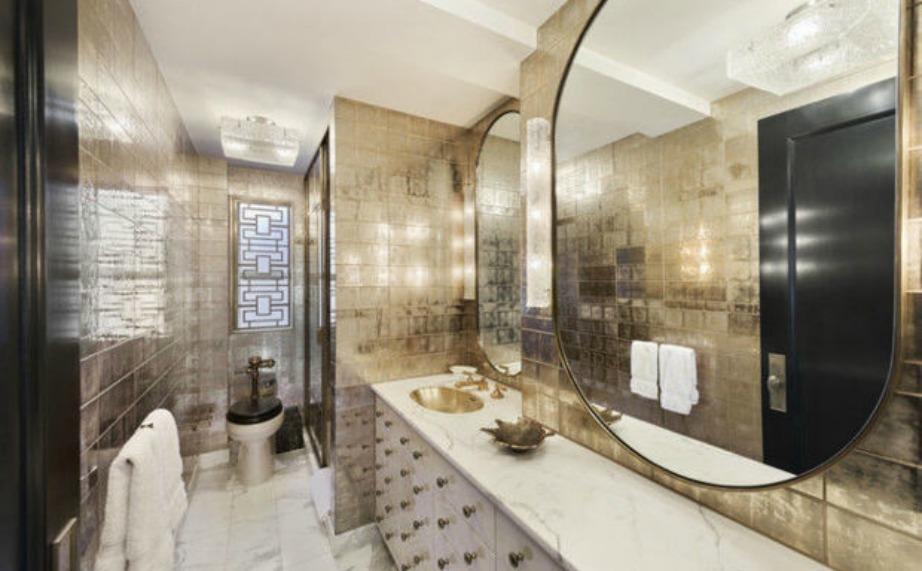 Το κυρίως μπάνιο είναι άκρως πολυτελές και εντυπωσιακό.