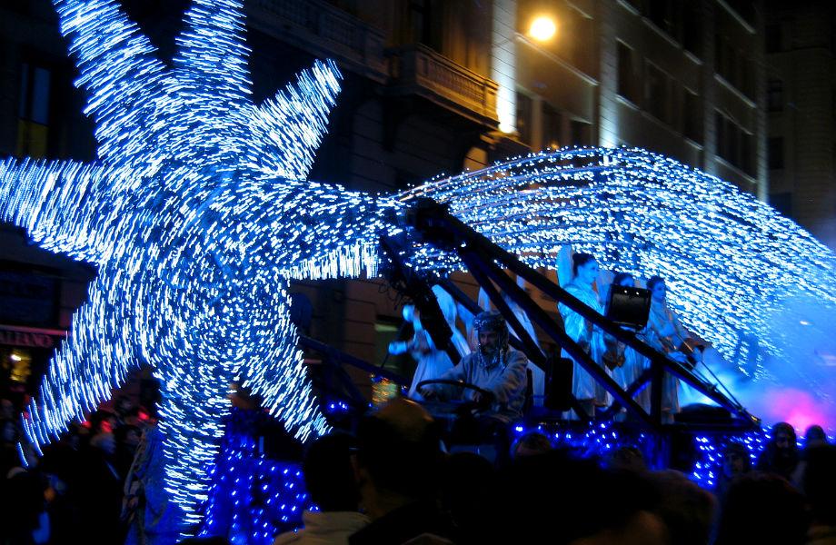 Στη Βαρκελώνη γιορτάζουν το ταξίδι των Τριών Μάγων προς τη Βηθλεέμ!