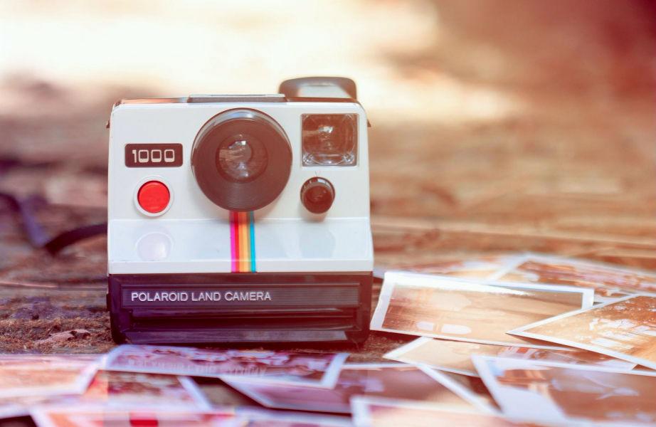 Αν η μόνη φωτογραφική που χρησιμοποιείτε πια είναι εκείνη του κινητού σας, τότε γιατί να επιμένετε αναλογικά;