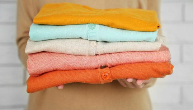Σιδερώστε τα Τσαλακωμένα Ρούχα Χωρίς να Χρησιμοποιήσετε Καθόλου Σίδερο