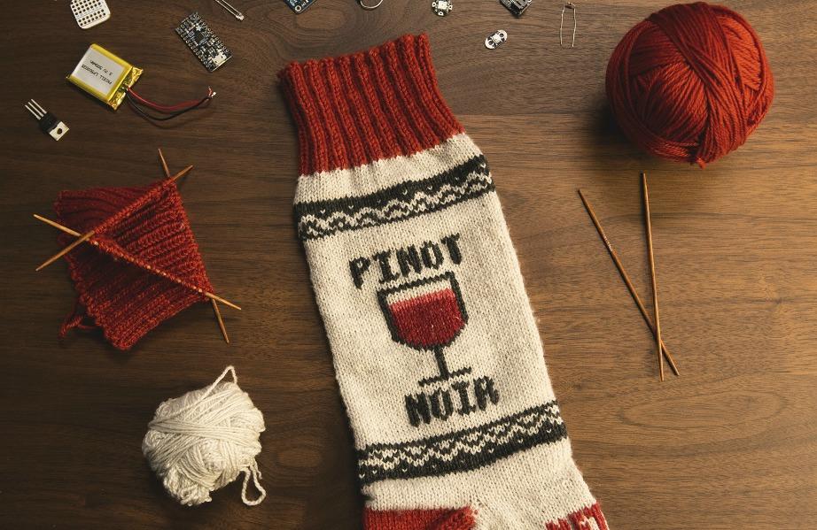Αν έχετε ταλέντο στις ηλεκτρονικέ ςκατασκευές μπορείτε να φτιάξετε τις έξυπνες κάλτσες και μόνοι σας.