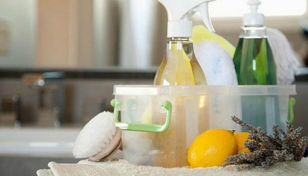 Φτιάξτε Μόνοι σας 5 Απορρυπαντικά για το Σπίτι με Απλά Υλικά που Ήδη Έχετε (VIDEO)