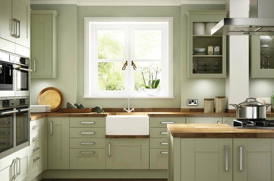 Το παλ φιστικί και το ανοιχτό γκρι είναι δύο αποχρώσεις που μας αρέσουν ιδιαίτερα για τη διακόσμηση της κουζίνας.