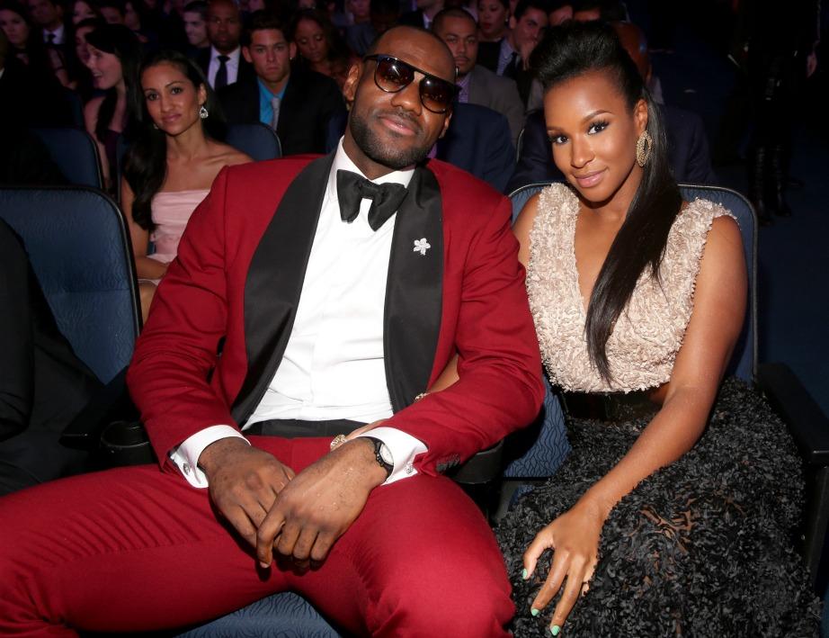 Ο Lebron James με τη σύζυγό του.