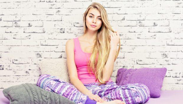 Πανέξυπνος Τρόπος για να Ισιώσετε τα Μαλλιά σας Χωρίς Σίδερο Ισιώματος (VIDEO)