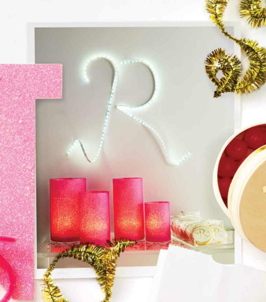 Δημιουργήστε γράμματα ή λέξεις στον τοίχο με τα φωτάκια σας.