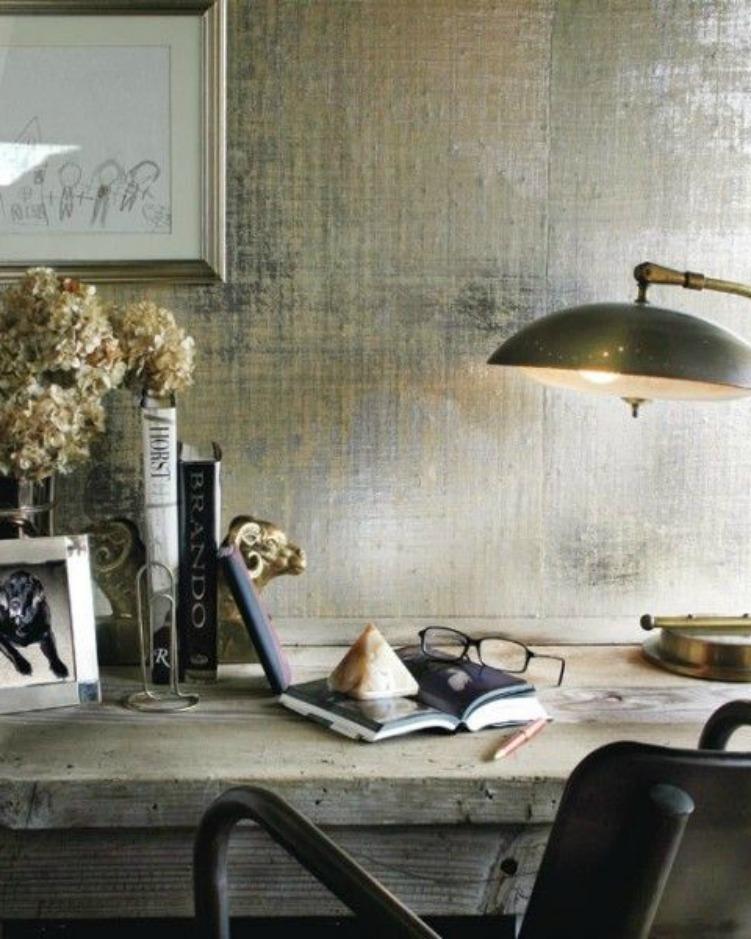 Φανταστική τεχνοτροπία τοίχου μεταξύ χρυσού και ασημί.