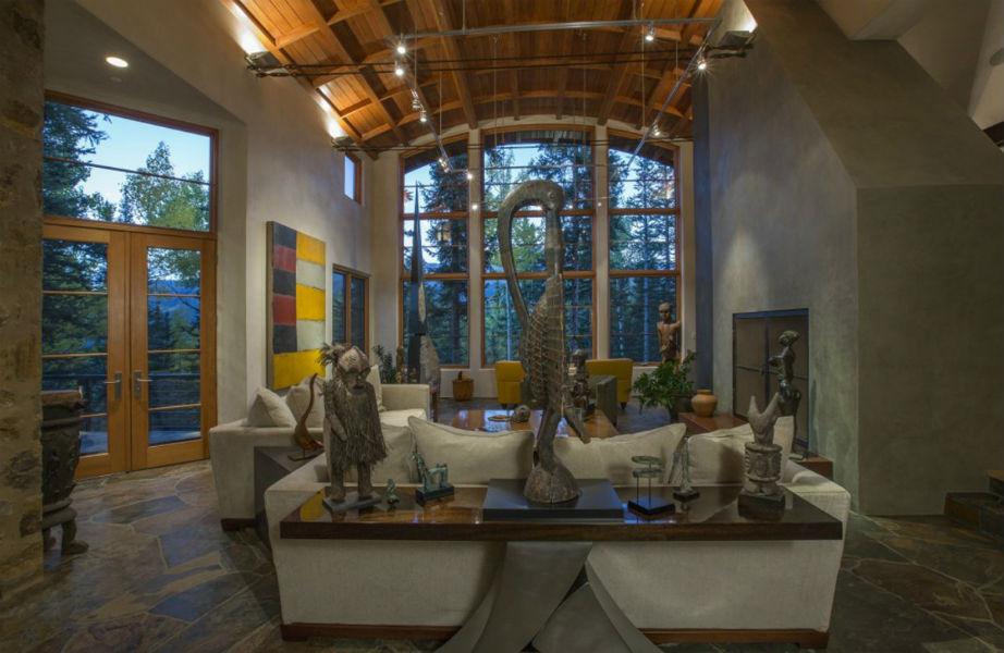 Το σπίτι χτίστηκε το 2001 για λογαριασμό του πολυεκατομμυριούχου Bob Wall.