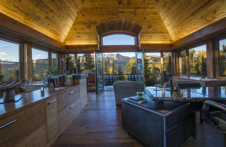 Η θέα είναι απίστευτη ακόμα κι από την κουζίνα!