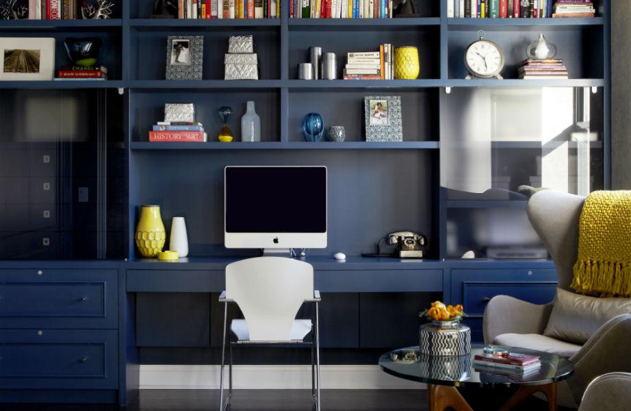 Θέλετε το γραφείο σας να σας χαλαρώνει και να ενισχύει την προσοχή σας; Δείτε το όλο μπλε!