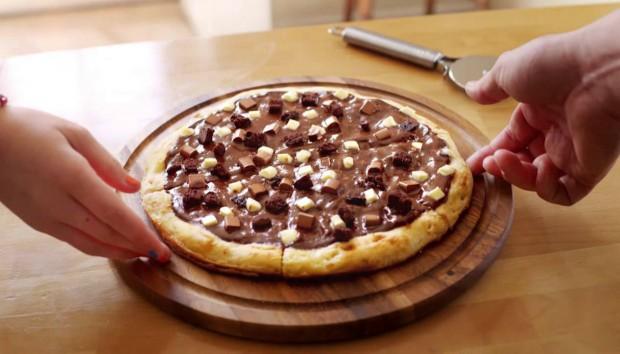 Πίτσα με Mερέντα: Έτοιμη σε 15 Λεπτά και Ιδανική για το Κρύο